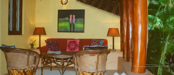 """Tropical Chic"" condo in Zihuatanejo's Madera Beach"